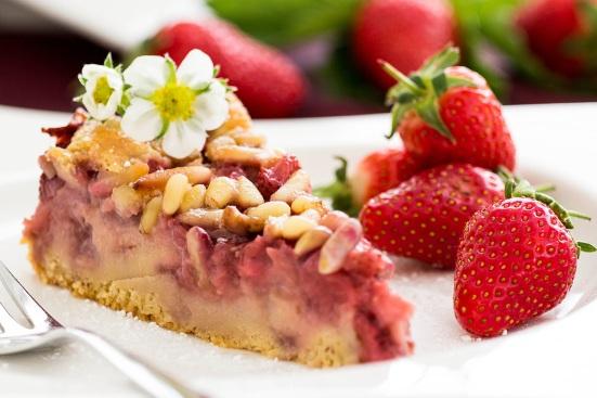 Erdbeer Pinienkuchen